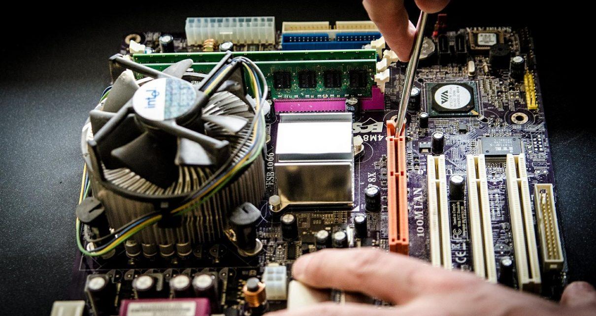 Serwis komputerowy – dlaczego warto z niego skorzystać w razie awarii?